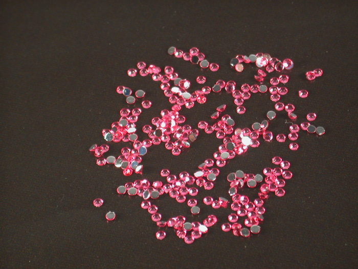 Kamínky na nehty kulaté sytě růžové 1,75mm 40ks