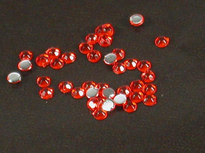 Kamínky na nehty kulaté červená 1,75mm 40ks